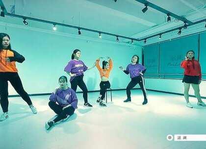 #我要上热门##派澜舞蹈#小曼老师编舞作品:Kayla Brianna/Dreezy-Luck 😍😍才刚刚被#work for it#的浪潮卷过,我们帅气与可爱并存的小曼老师也要放大招了,酷帅的原创编舞是不是燃炸了!@派澜_YoyaYoung💋