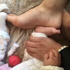 小宝宝肉嘟嘟的小脚还有小手