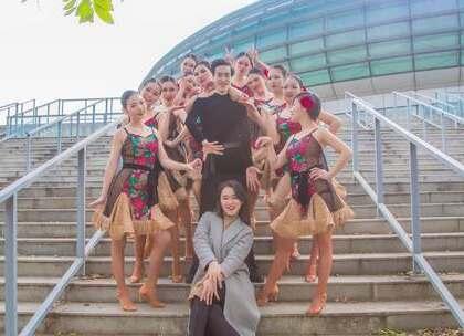 她们千娇百媚,浪漫柔情。#拉丁舞#B级教练班学员演绎一支《玫瑰》。万朵氤氲,赠你玫瑰。咨询#舞蹈#微信danse68