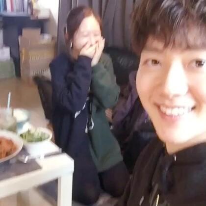 我中国朋友王琦妈妈来到我的家做饭了呀!太好吃的,王琦下周回北京了 再见👋 在中国或韩国见面🇨🇳🇰🇷