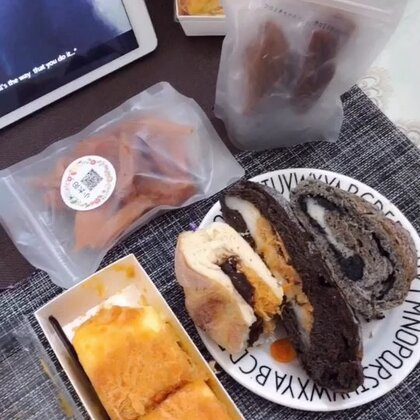 我鼻子上火了所以不想录鼻子以上😂 @劉欧尼💫 的投食!她家的欧包太棒了!最喜欢巧克力麻薯肉松的,加热味道绝了#吃秀##我要上热门#