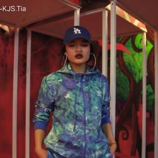 #Urbandance##自编舞蹈# 寒假特训视频来啦~同学们短短的八个小时 学完➕🎬 哎哟~还不错哟!🙌 Keep it up 🔥 🎬:speed 招哥 Thanks so much💜@广州SPEED舞团