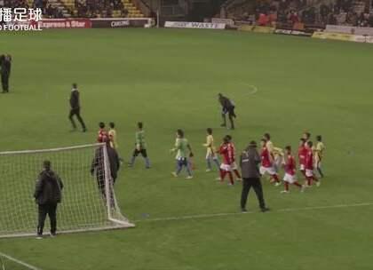 #中国足球小将#中国足球小将登上狼队中场表演赛舞台!英国观众也为这群中国孩子送上掌声!#董路##战狼#