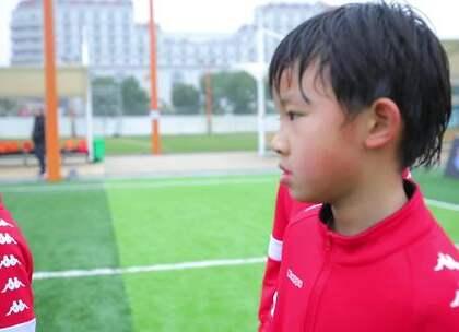 #中国足球小将#关键时刻拯救中国足球小将居然是他!神奇1V3表现致敬伊涅斯塔让人瞬间出戏!#董路##曹添易#
