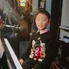 《走在雨中》弹唱,☔️送给@贝玛JaWa多杰 ,谢谢哥哥一直以来给予我指导和鼓励!🙏🙏🙏🌹🌹🌹👏👏👏同时也送给大家!#音乐##钢琴##精选#