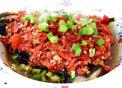 剁椒鱼头算是最简单的硬菜拉,即便是零厨艺也能做出这道美味,在过年的时候可以露一手,祝大家年年有鱼,圆圆满满😘 (留下小爪子) #美食##吉祥年菜##家常菜#