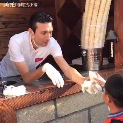 等了这么久终于找到一个猪队友的土耳其冰激凌,小宝宝特心疼自己的冰激凌#冰激凌##土耳其冰淇淋##北京美食发现#