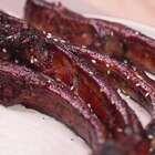 啃到一根肉丝儿不剩,还要吮一吮手指。嗯!上手,就是吃肉最好的礼仪!微信公众号:小羽私厨。#小羽私厨##美食##菜谱#