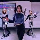 #舞蹈##Outrageous#【欲非舞蹈】百人一线强化班 丹琪LIL DONNA 导师随堂视频#Britney Spears - Outrageous#一支性感爵士舞,丹琪老师整体和细节都拿捏非常到位,好看!舞者的自信和气场,从丹琪老师几步爵士舞步上就体现的淋漓精致!节奏非常好的一支舞蹈,看起来哦,祝大家小年快乐😘😘