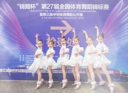 """文章马伊琍爱女参加""""锦鲲杯""""与单色小学员同场比赛,一同夺冠。不管明星妈妈还是普通家长非常重视孩子的兴趣爱好,学跳舞,拿奖章,家中#宝宝#的才艺表演准备好了吗?咨询#舞蹈#微信:danse120"""