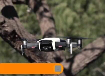 Mavic Air是大疆近期推出的一款中端航拍无人机,但它的性能却相当强,比如支持APAS避障系统,前视、后视、下视距离感应系统,运动模式下支持最大飞行速度达到了68.4公里/小时。性能这么强的Mavic Air到底它的机身强度和稳定性如何?耐摔耐撞吗?下面来看看测试吧。