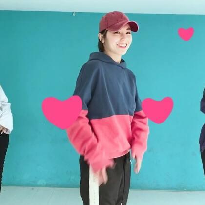 蛮编一段《全部都是你》给你们,希望你们每天都有不限量的爱#秀出不限量的爱#北京的朋友你们这个不限流量,很让人嫉妒了,毕竟我们这种每天要视频通话的人,流量什么的…天天超啊[流泪]#舞蹈#