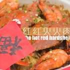 迎接红火新年的肉蟹煲!🔥快过年啦,来做可以和家人一起分享的年菜吧!软糯的鸡爪,各位好吃的配菜,还有红红的大虾和螃蟹,所有好吃的都在这一锅啦!🍤小鹿祝大家新的一年红红火火,蒸蒸日上哦~(新年福利:转赞评里逮10位,送66元大红包💰)#厨娘物语##美食#