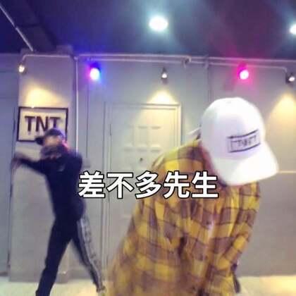 #舞蹈#中国有嘻哈音乐是差不多的先生,喜欢的宝宝在哪里,举个手让我看到好嘛,么么么哒#我要上热门@美拍小助手#喜欢的宝宝➕微信287932660。爱你们。