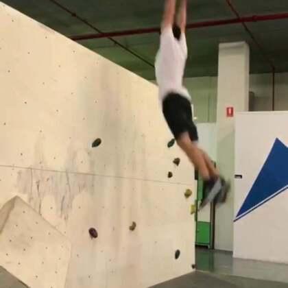 跳高新高度👌这真的很难 😂 相信我!😅🤣#运动##跑酷##我要上热门#