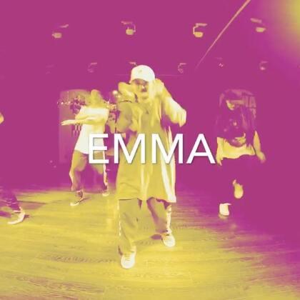Emma第三期出炉啦,这个气氛已经让我开始舔屏啦@Emma-lu @嘉禾舞社 #西安街舞##街舞#