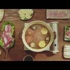 红彤彤的锅底冒着鲜美的热泡,趁热先喝几口热汤,有点酸酸的,很爽口,浓郁的香味充斥整个口腔,肉菜到了这里反而成了配角。#美食#