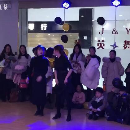 刚才点错视频了,朱老师和张老师真正的牛仔舞来啦😅😅@朱玫烨 #舞蹈##拉丁舞#