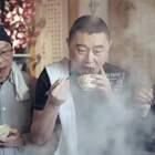 北京火爆170年烤肉,一桌人举66cm筷子齐刷刷翻烤,这阵仗真叫热闹#二更视频##美食##我要上热门#
