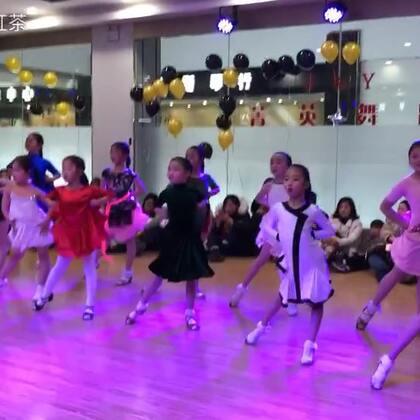 第一次发小班妹妹们的视频,#恰恰舞#棒棒哒👍👍@朱玫烨 #舞蹈##拉丁舞#🎀🎀🎀