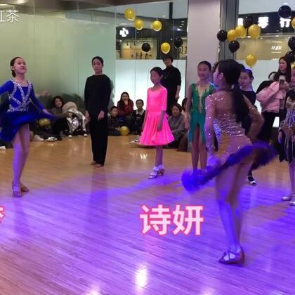 苏梦和诗妍,点赞赞开始~🌷🎀🌸🌵🌺😜😜#舞蹈##拉丁舞#