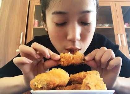 #美食##吃秀# 宝宝想吃鸡翅,我没去汉堡店买,自己炸了一锅,没想到宝宝更爱吃 💘