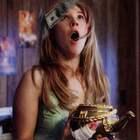 妻子得到一个可以吐钞票的茶壶,刚失业的丈夫却要扔掉!片片解说情人节电影《黄铜茶壶》