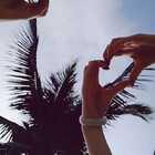 在美溪沙滩,熟悉的U乐国际娱乐,猜猜哪一个是我的手?#精选##手指舞#@晓彧彧彧彧彧与鱼