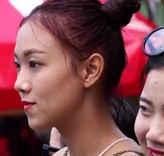 【探秘老挝:傣历新年泼水节】东南亚人也会过春节,但是他们的春节不放鞭炮也不会伴随寒冷,雷探长在春节之际,探访老挝新年的民风民俗。异国他乡的春节是什么样子的呢?雷探长将前往一探究竟。 #冒险雷探长##春节##旅游#
