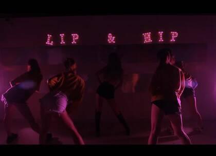 #舞蹈##泫雅Lip & Hip#【欲非爵士舞】放大招啦!郝乐Taurus导师最新MV袭来현아 (泫雅) - Lip & Hip.火辣热舞,5个美女老师实在太性感啦,刺激你的眼球😍😍这一支,应该是全网还原度最高的吧,真好看!🔥🔥🔥