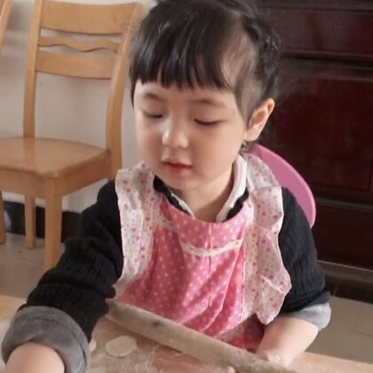 #宝宝#过年包饺子,家有小帮手😃😘