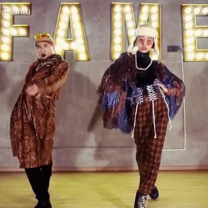 #舞蹈#一月我和@KenKenVogue KenKen的一段Voguing联合编舞。❤️❤️❤️啃兔组合正式出道哈哈哈哈哈哈~#Voguing##Vogue#@TheFame舞蹈工作室