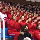 朝鲜拉拉队最近在2018冬奥会走红,她们嘹亮的歌声和整齐划一的动作吸引无数眼球,鼓起掌来摇摆有序十分魔性!😂