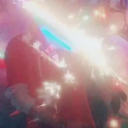 #过年啦##过年洗脑歌##精选#感谢🙏大家陪伴一直以来的支持 😘😘😘新年旺旺🔥帅哥美女已经留下红心❤️啦 ➕关注发详细🔎教学 原创烟花转笔希望你能喜欢😍