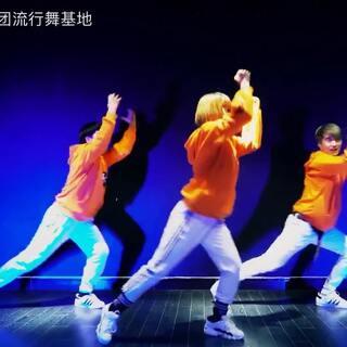 #舞蹈##北京龙舞天团##自创舞蹈#悦悦老师编舞视频,今天是大年初一,希望新的一年里面所有的人都能心想事成,都能为了梦想不负努力@舞蹈频道官方账号 @美拍小助手