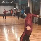 大家需要的#舞蹈分解教学#来啦!🎵Ex,寒假课堂版分解和展示,不知道大家看的清楚不~有空学起来~音乐版在后面额#我要上热门##舞蹈#