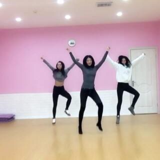 #舞蹈##蹦迪舞bboombboom##全网最火蹦迪舞#新年第一条哈哈,忽略穿的有点多