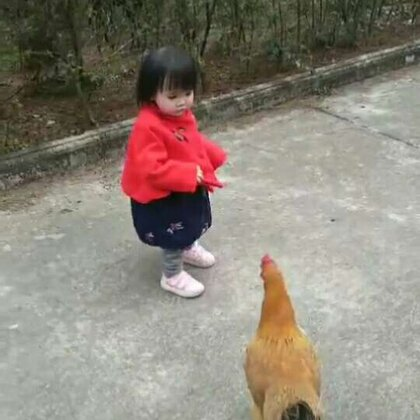#萌宝新衣秀##宝宝##新年好#带小虾米走走跑跑,偶遇一只鸡🐔