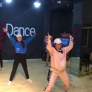 《我的新衣》编舞:CiCi🌼商洛街舞培训,地址:望江楼北200米,电话(微信)13992442055#我的新衣舞蹈##商洛街舞#