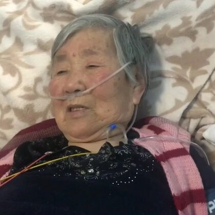 我奶奶真tm社会 哈哈哈哈哈 旁边一个小姑娘 穿着裙子 不怕冷😄就有了这么一套对话 哈哈哈哈😄输液都不能正经点儿吗 感谢大家的祝福 在家静养中 谢谢大家 希望大家平安 健康