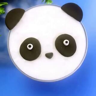 大熊猫史莱姆😊😊😊大熊猫说:我最大的愿望是能把我的黑眼圈治好,能给我拍一张彩色照片~哈哈#手工##史莱姆##大熊猫#淘宝搜索:327732,去学长店里买各种手工材料哟!