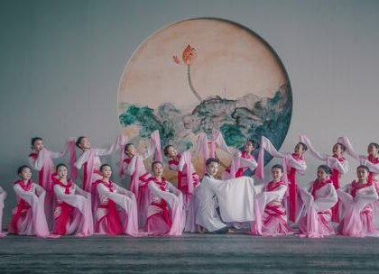 #古风#飘逸的水袖掷地有声,大气恢弘令人叹为观止。刘取老师原创#中国舞#编舞《书简舞》,诗香气息满盈。咨询#舞蹈#微信:danse68