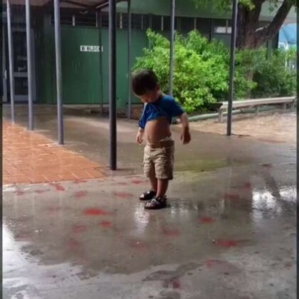 最近下了特别特别大的雨,没有出门,三三只好趁接哥哥姐姐放学放飞一下自我。哦#宝宝#