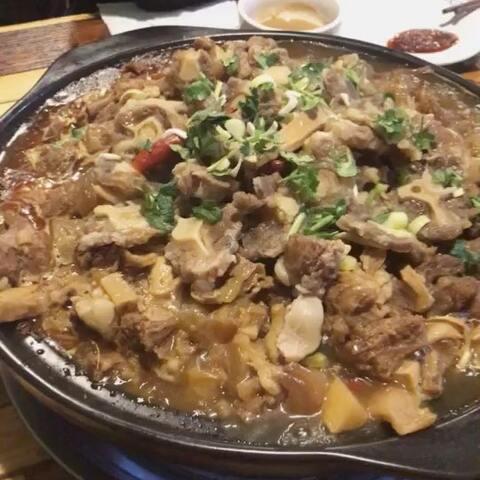 #吃秀#味道和朋友吃筋头巴脑莲藕锅功效一般牛尾炖排骨汤晚餐图片