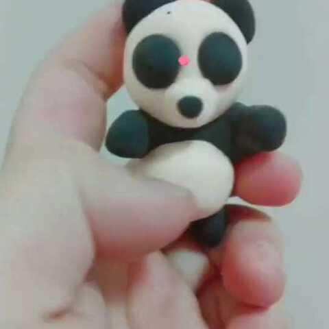 这个是我用纸粘土做的一些超萌小动物.给我一个红心