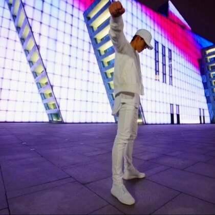 Jow Vincent 编舞 《着迷》拍摄🎬:@小烨KnightZ 这支舞就为了这个景只用了半小时编所以比较单纯的记录一下 ,烨懂的哈哈!#舞蹈##jowvincent#