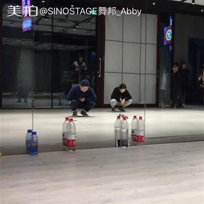 #舞蹈#很喜欢的一位香港舞者@Oceann827 ?????? 收获很多。Enjoy and have much fun every class!他最近在成都舞邦Kinjaz dojo教课,欢迎大家来上课!????????#我要上热门#@SINOSTAGE舞邦 @美拍小助手