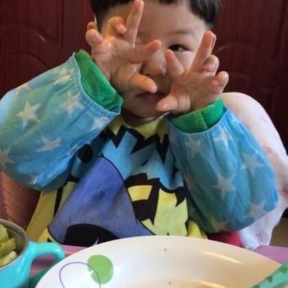 #宝宝##吃秀#早餐稻香村蛋糕和养乐多、午餐饺子、晚餐意大利面,泡泡到没事,我都积食了。