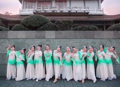#古风##中国舞#取一捧清水靧(huì)面,面生花容。孙科、田洁老师原创编舞《靧面》,岁月静好,窈窕淑女轻轻起舞分外动人。咨询#舞蹈#微信:danse68