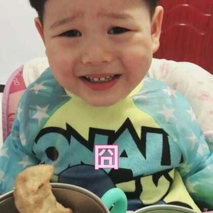 #宝宝##吃秀#大了不老实了,拍视频得玩high了,结束了再吃饭了。😂